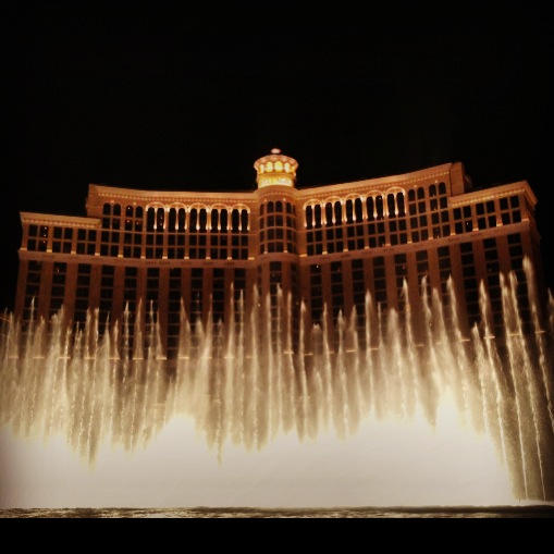 Watching the Bellagio fountains, Ocean's Eleven style.